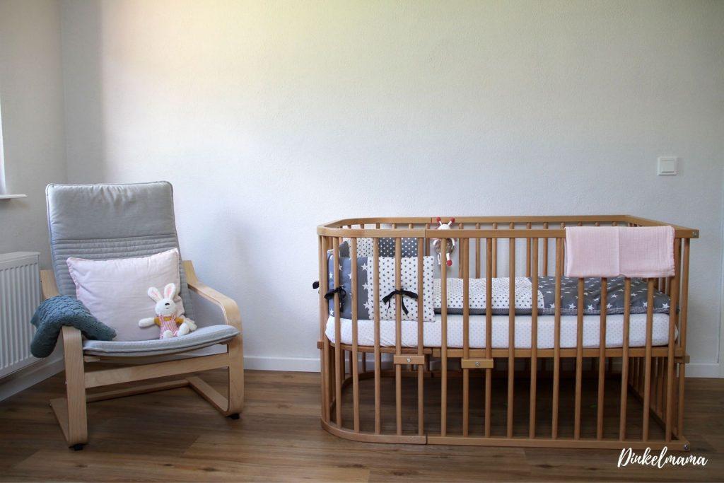 Minimalismus mit Baby Erstausstattung Bett